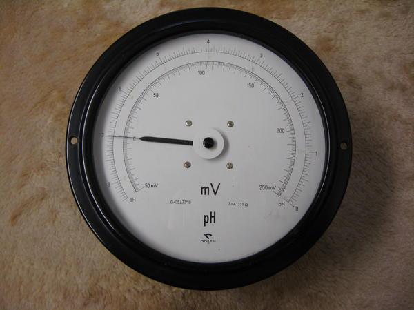 grosses-millivoltmeter-fuer-foto-bild-59337090