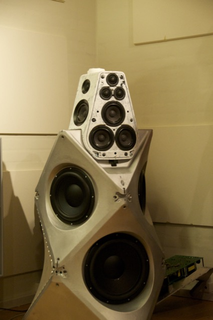 B&O Beolab 90 - adjustable directivity by DSP-bl90_reflection_01-jpg